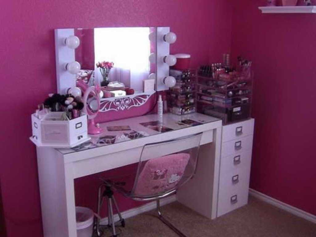 Picture of: Makeup Vanity Table with Lights Flickering