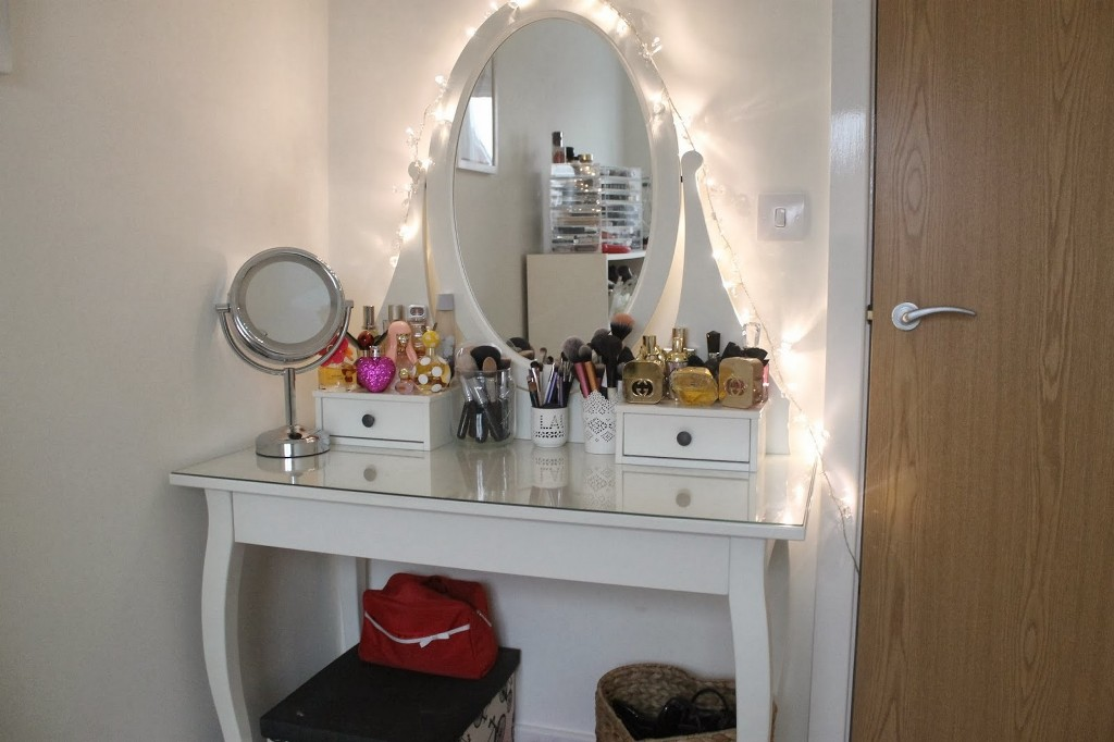 Picture of: Makeup Vanity Table with Lights Out 7