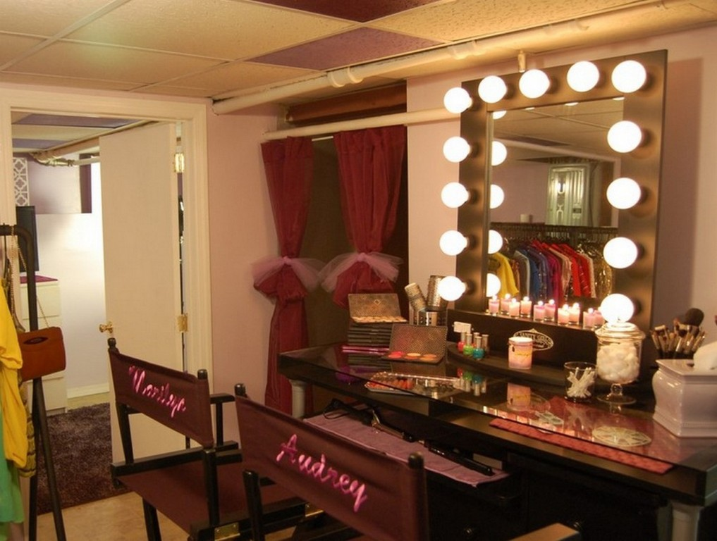 Image of: makeup vanity table with lights out trailer