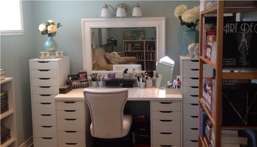 Image of: makeup vanity table with lights out