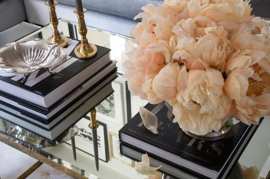 Image of: Mirror Coffee Table Decor