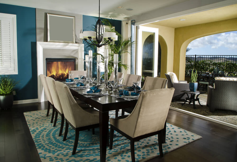 Picture of: Decorative rug under dining table