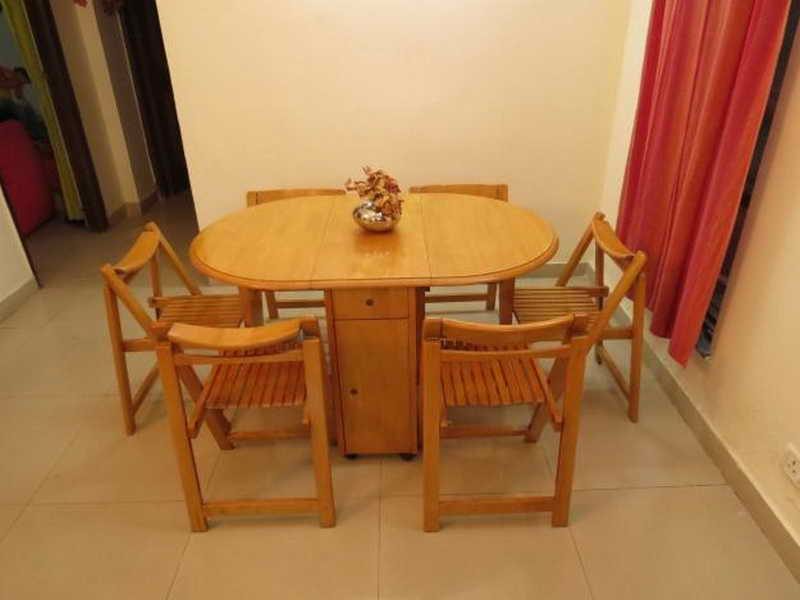 Picture of: folding dining room table round