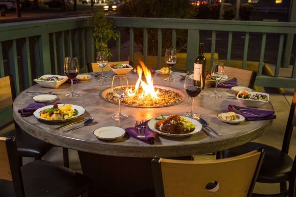 Image of: Gas Fire Pit Dining Table