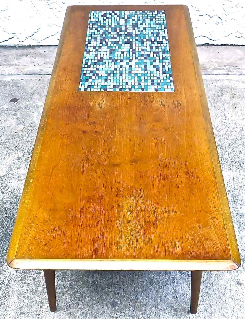 Image of: Good Mid Century Coffee Table