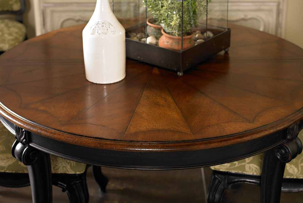 Picture of: round dining room table with leaf