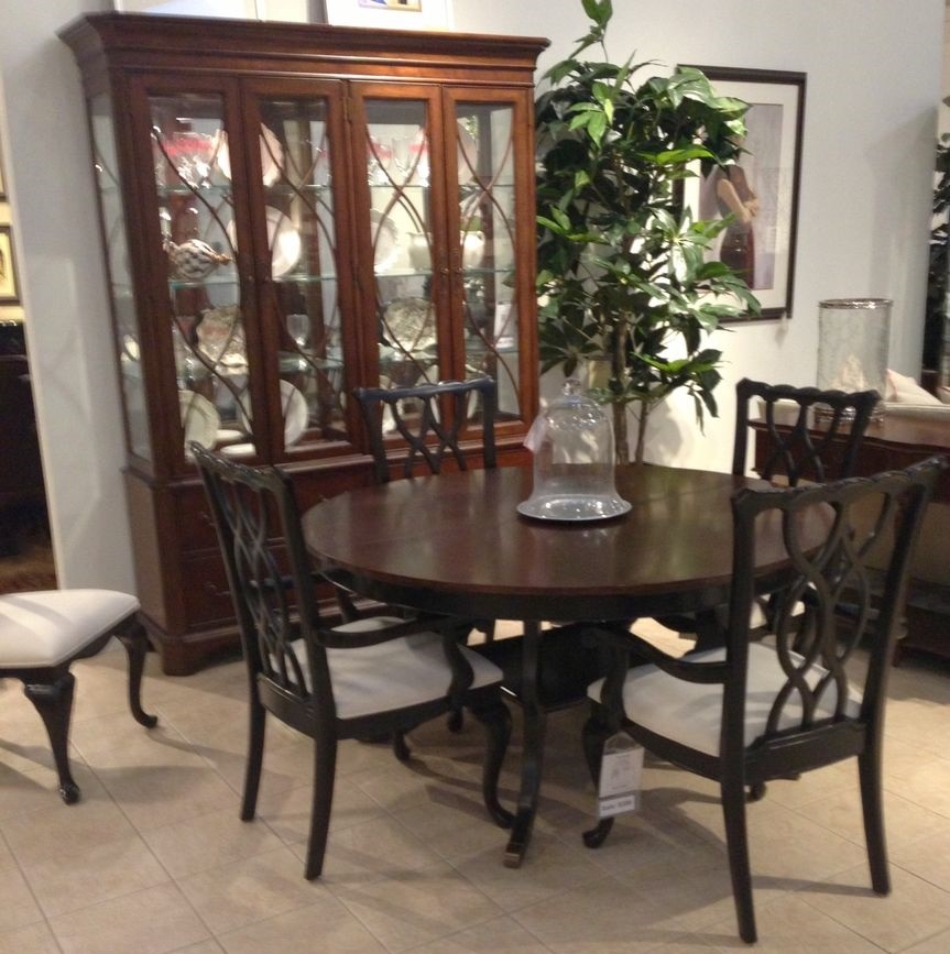Image of: Thomasville Dining Table And Chairs