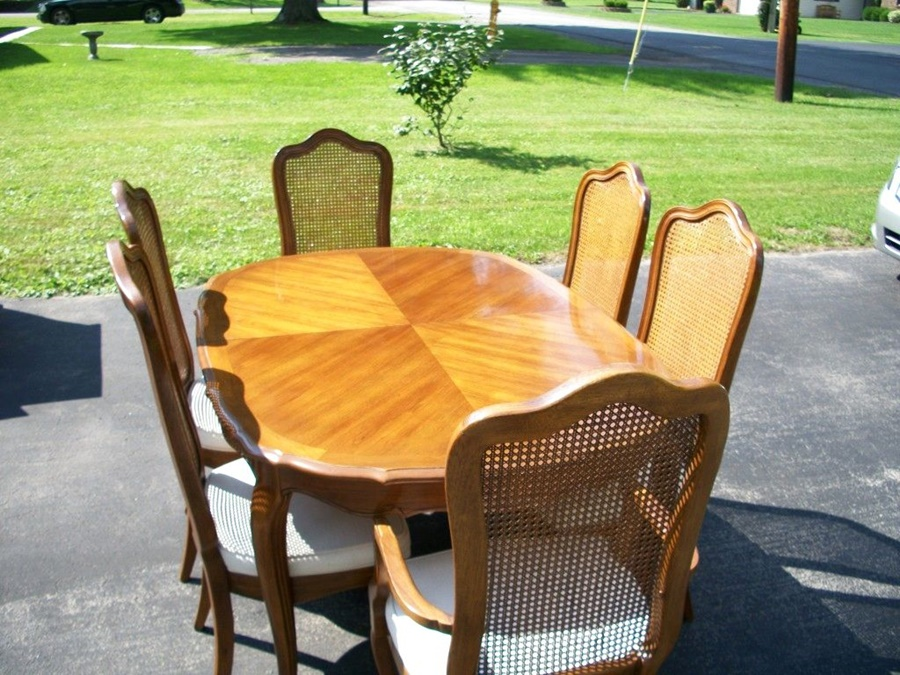 Image of: Thomasville Dining Table Chairs