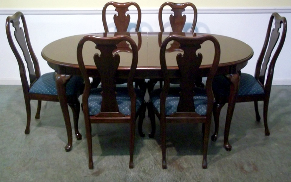 Image of: Thomasville Dining Table Set