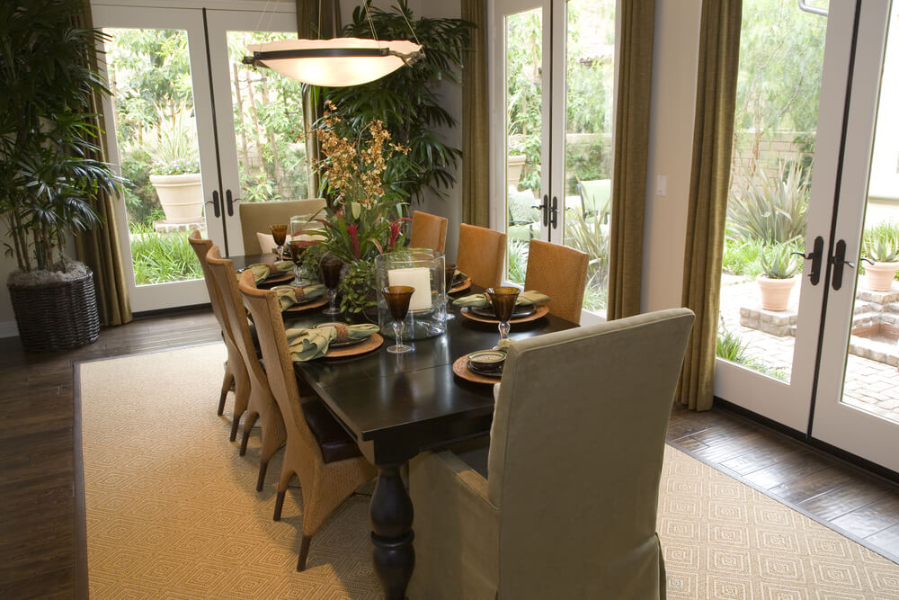 Picture of: White rug under dining table