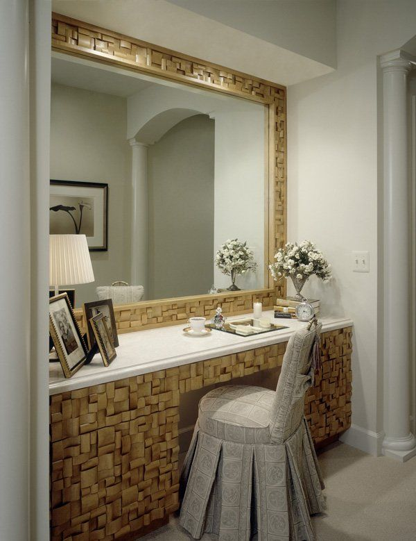 Picture of: Beautiful Mirror Vanity Table