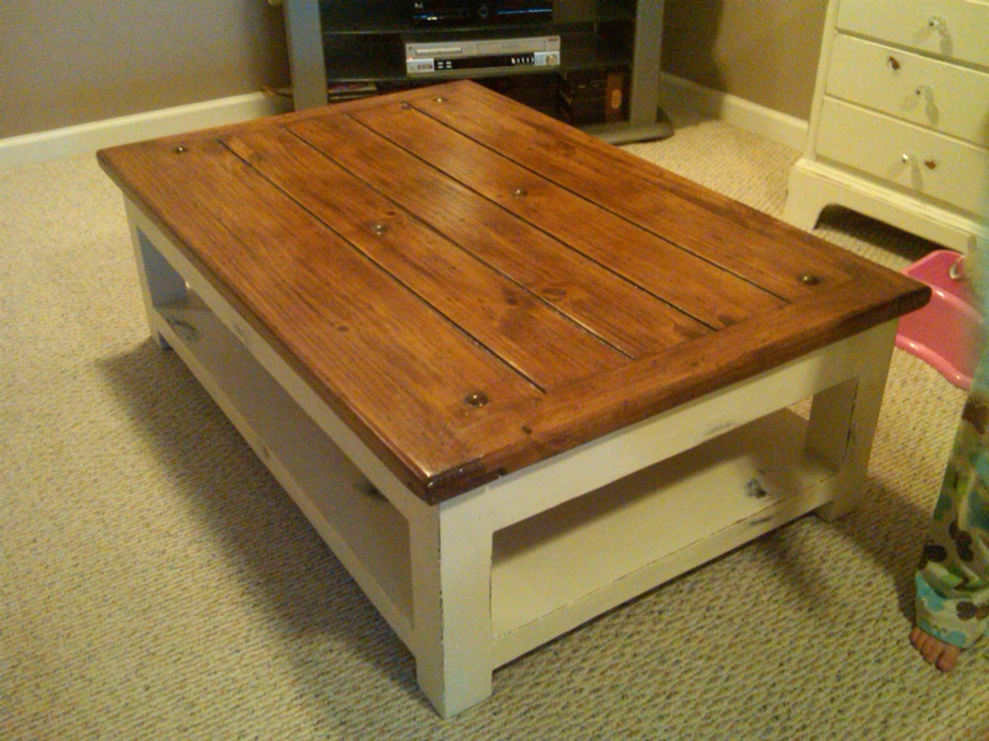 Image of: Best Distressed Wood Coffee Table