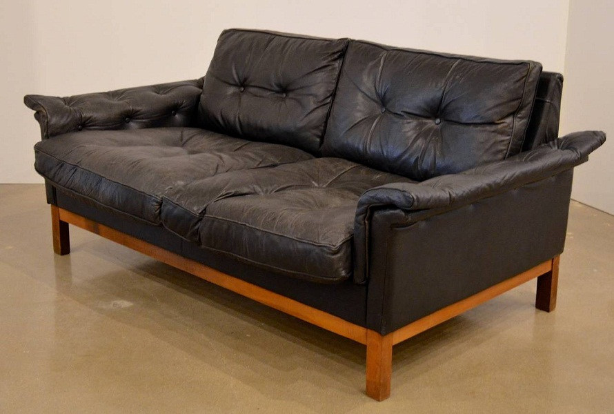 Image of: Black Tufted Mid Century Modern Loveseat