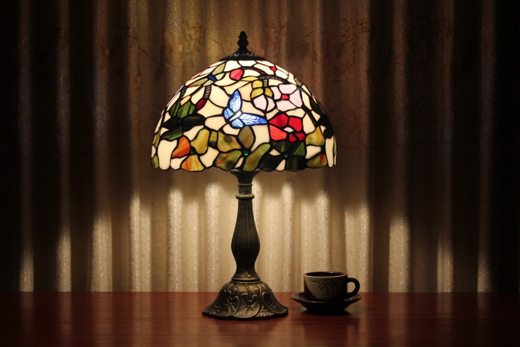 Image of: Blue Heron Stained Glass Table Lamp