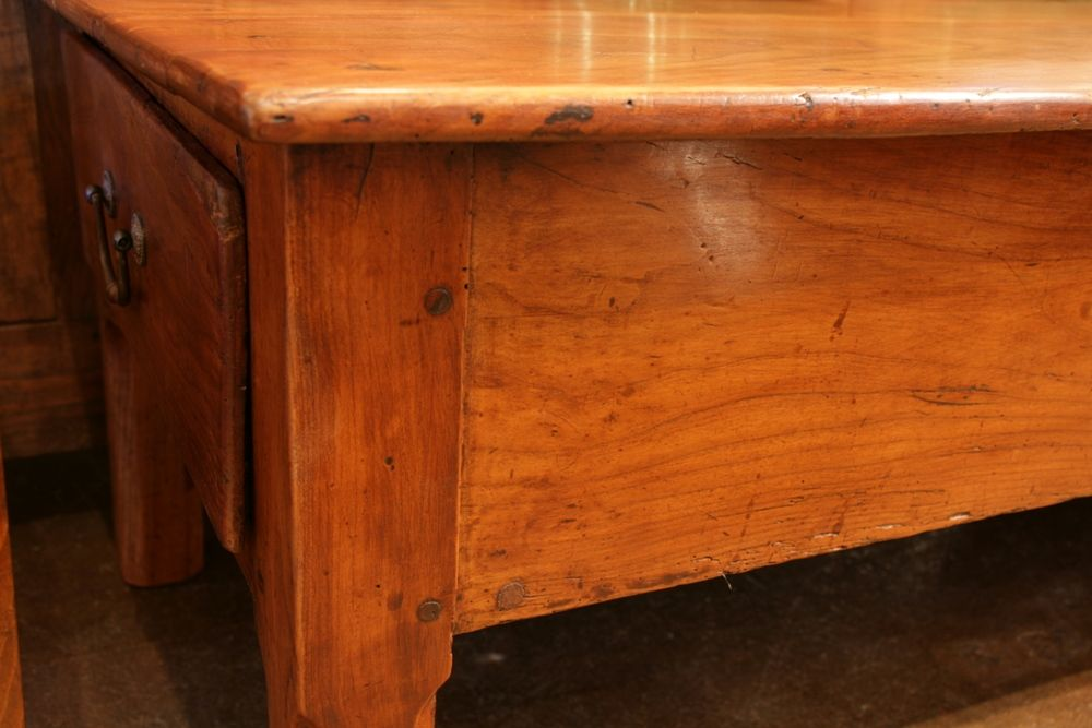 Image of: Cherry Wood Coffee Table Detail