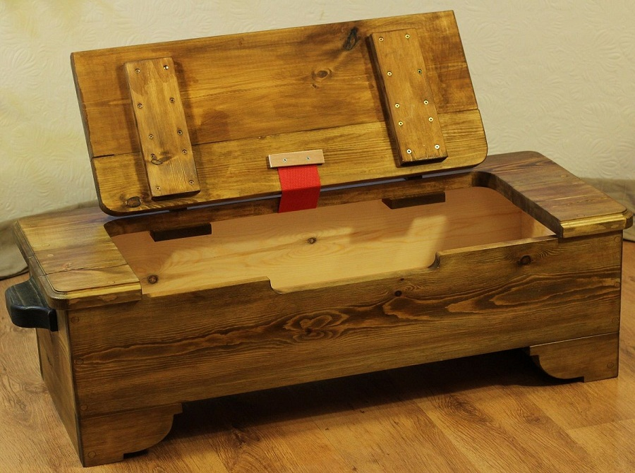 Image of: Classic Wood Trunk Coffee Table