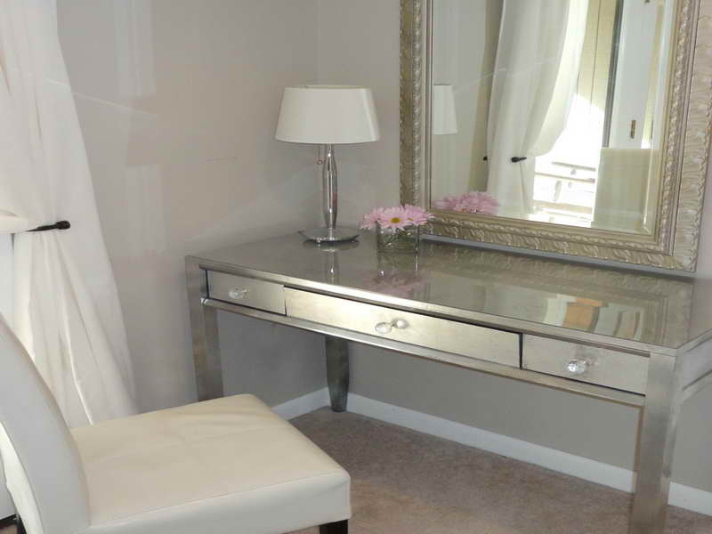 DIY Mirror Vanity Table