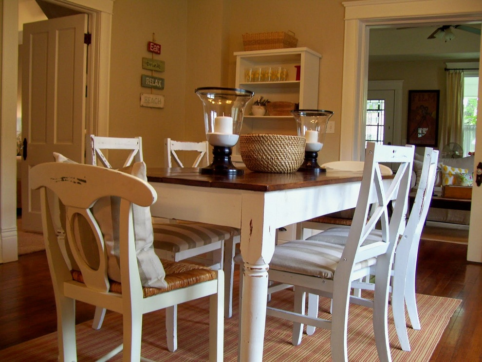 Image of: Distressed Dining Room Table and Chair Set