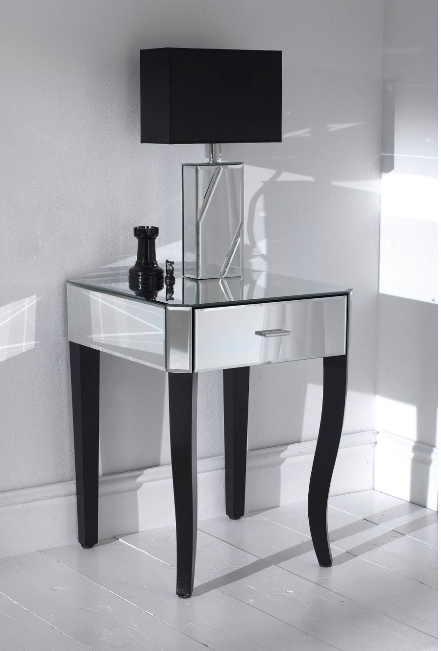 Image of: Glass Bedside Table Ideas