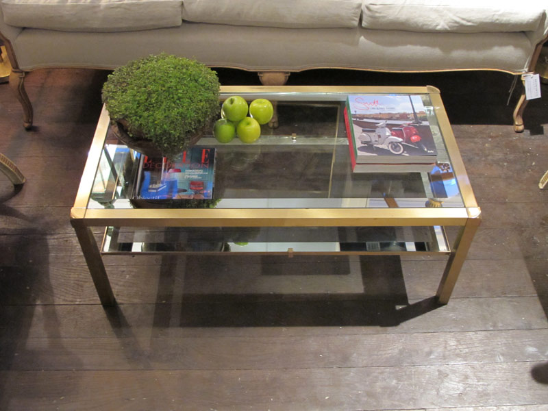 Image of: Glass and Brass Coffee Table Decor