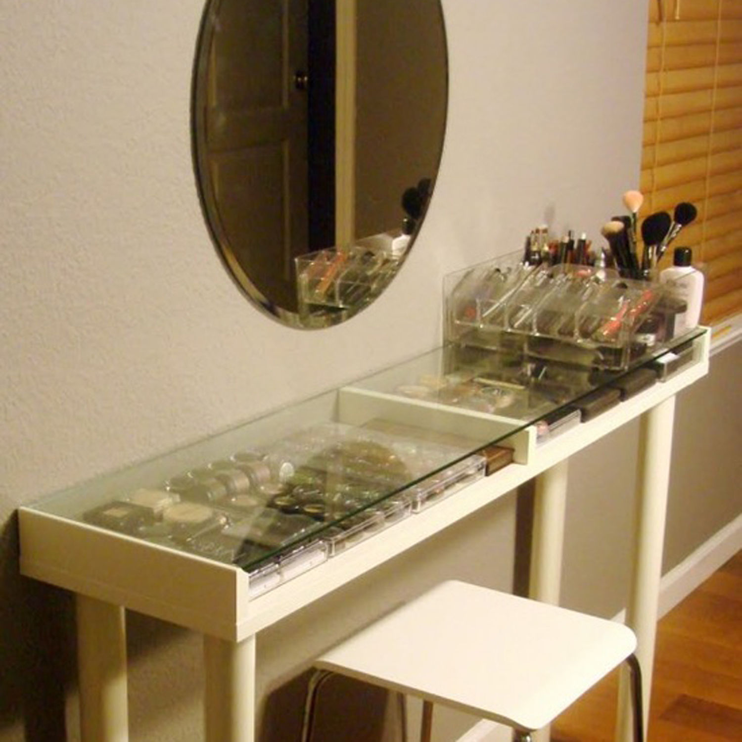 Image of: Glass makeup vanity table