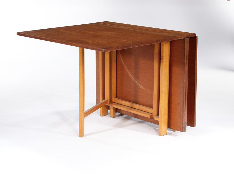 Image of: Intriguing folding dining table