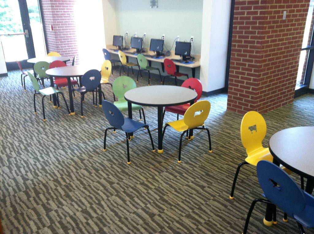 Image of: Kids Folding Table And Chairs Fullcolor