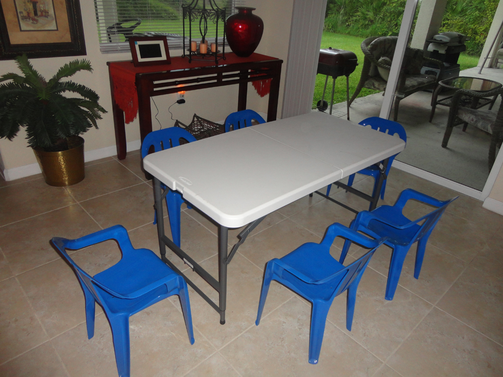 Image of: Kids Folding Table And Chairs Sets