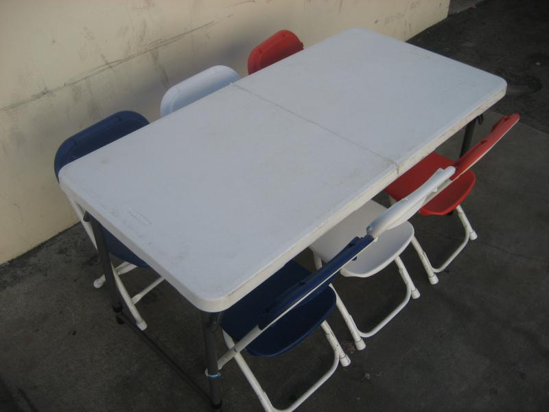 Image of: Kids Folding Table And Chairs White Sets