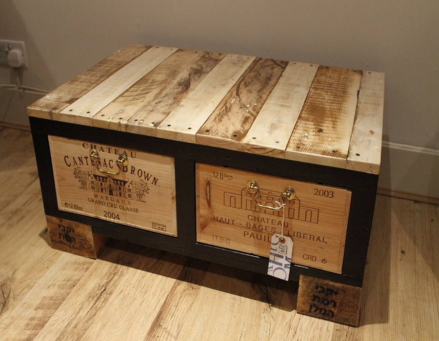 Image of: Large Wood Trunk Coffee Table