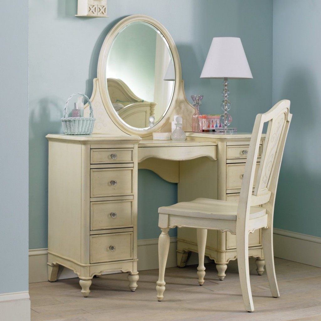 Picture of: Makeup vanity table for bedroom