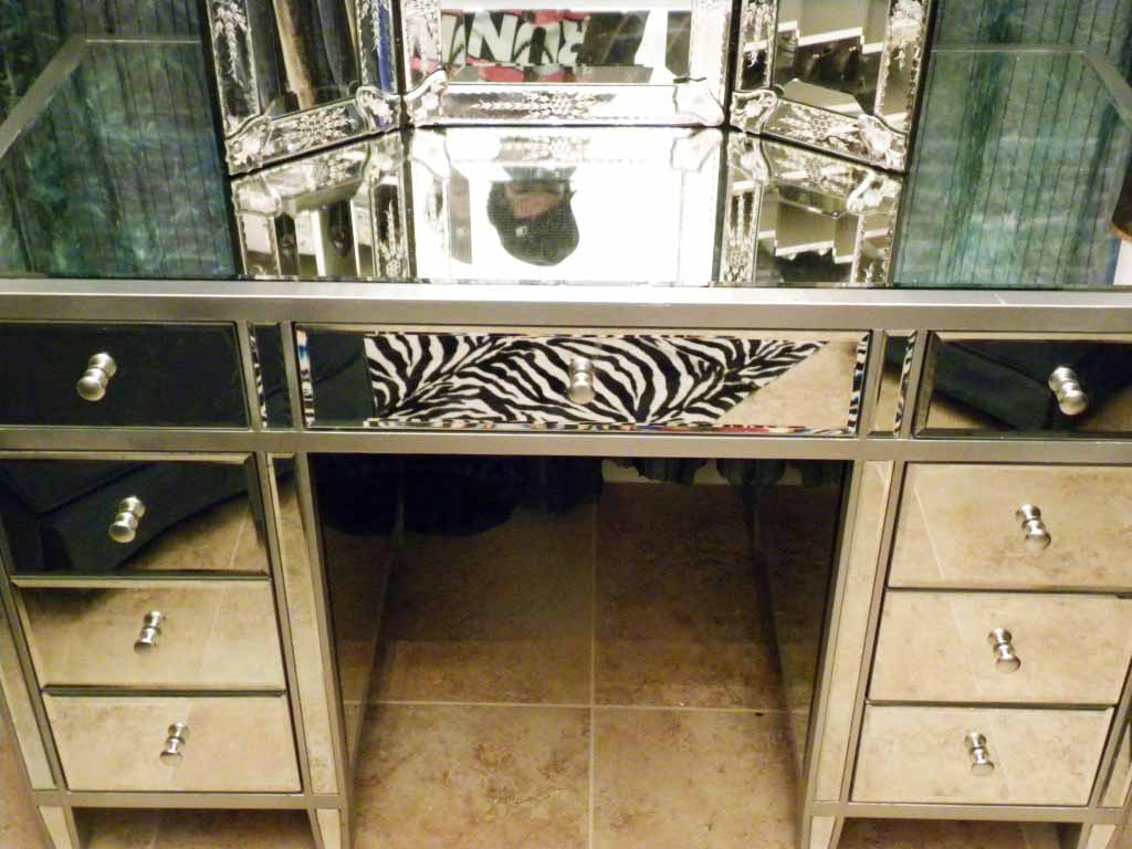 Picture of: Makeup vanity table with drawers