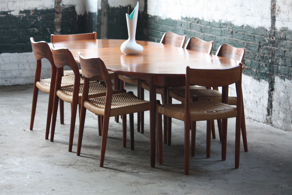 Image of: Mid Century Round Dining Table Images