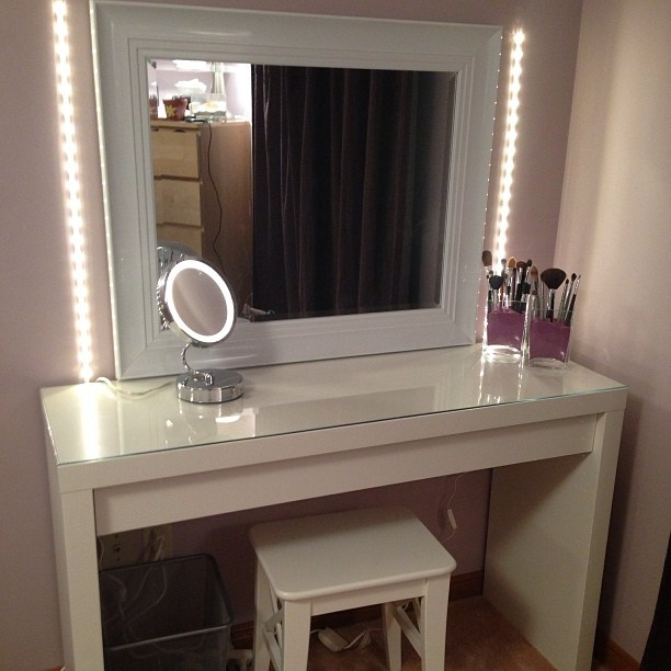 Picture of: Mirror Vanity Table lighting