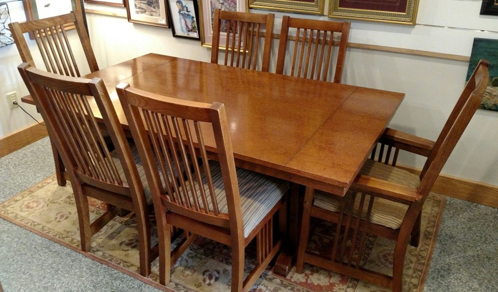 Image of: Mission Style Dining Table And Chairs