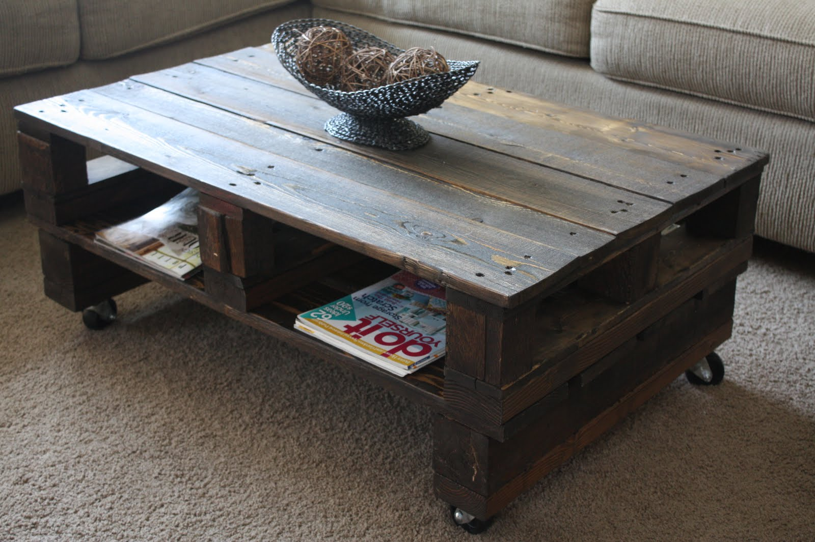 Image of: Pallet Coffee Table Design