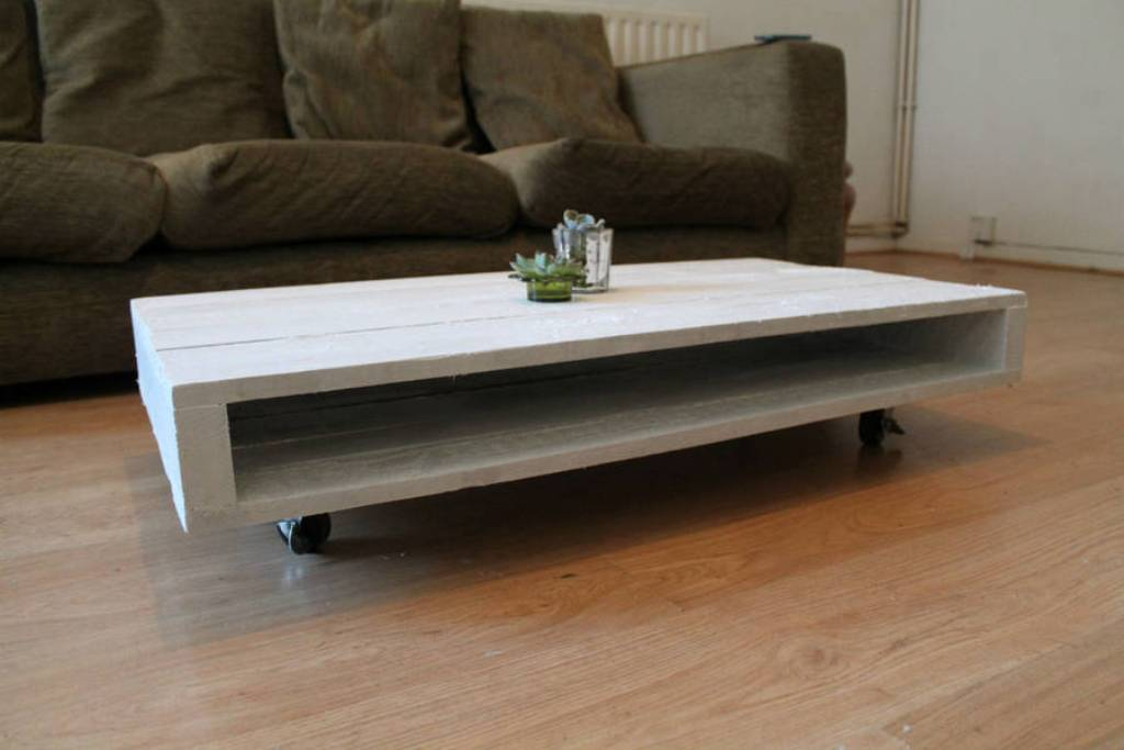 Image of: Pallet Coffee Table Wheels