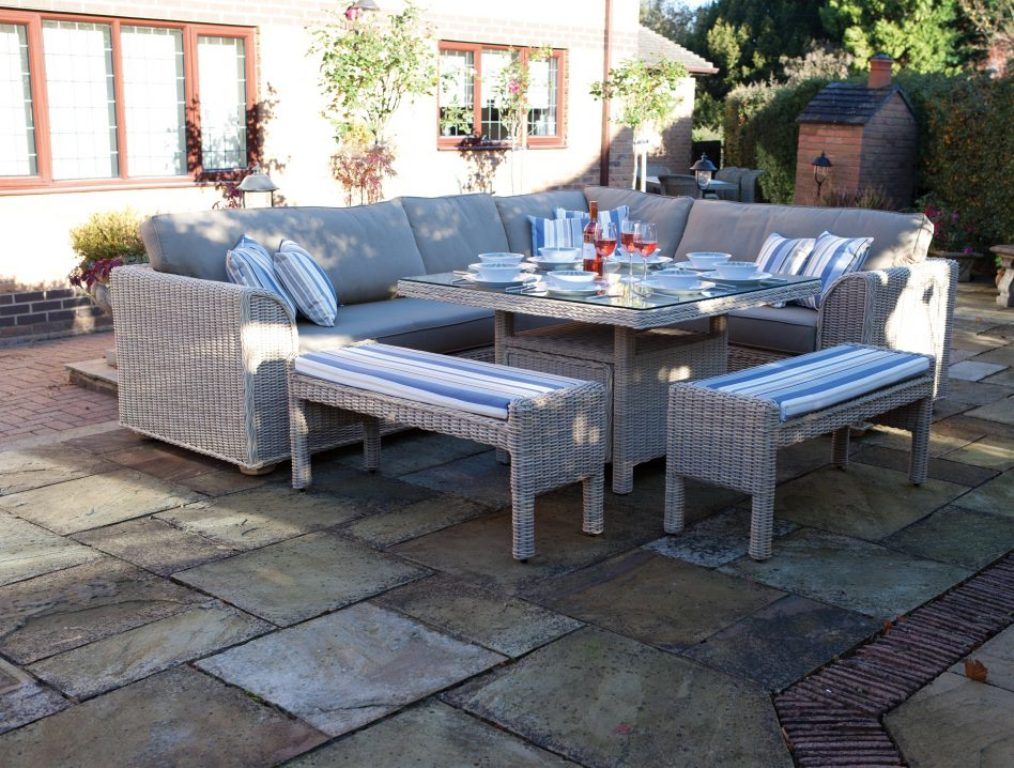 Image of: Patio Dining Table And Chairs
