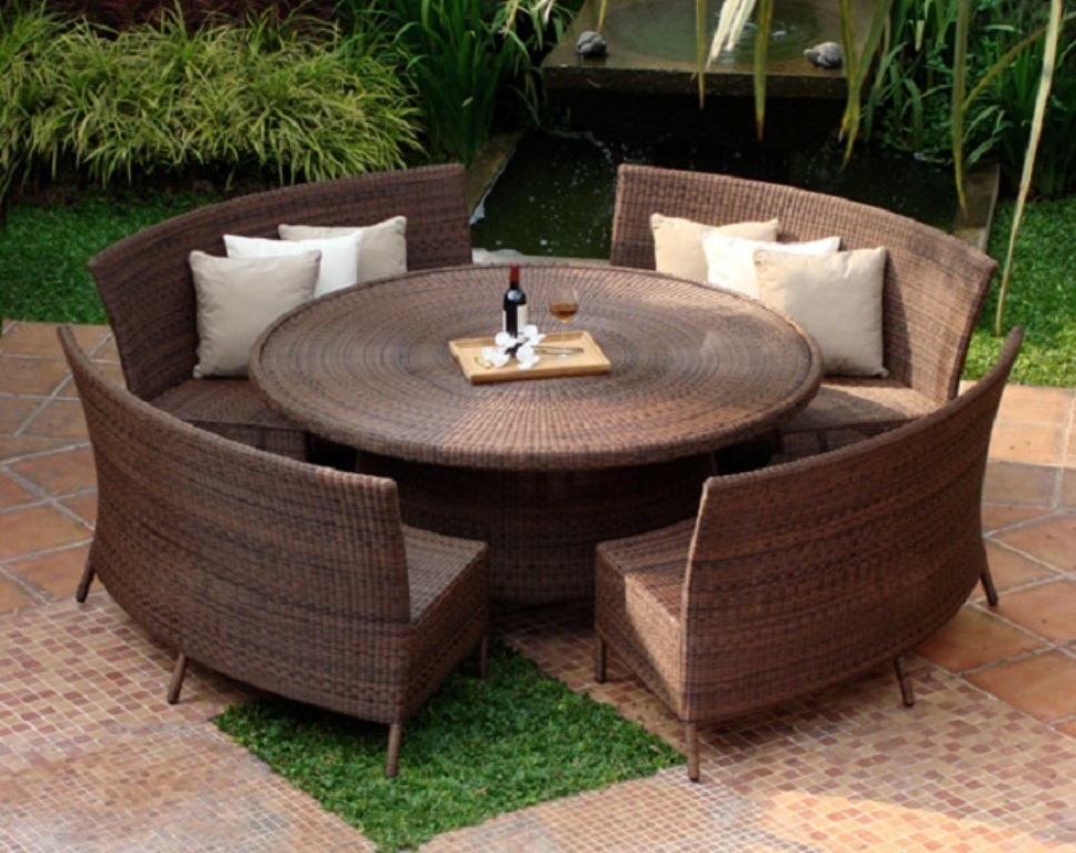 Image of: Patio Dining Table With Bench