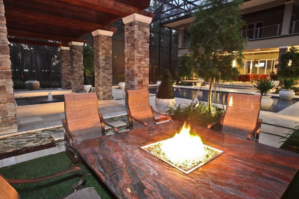 Image of: Patio Dining Table With Fire