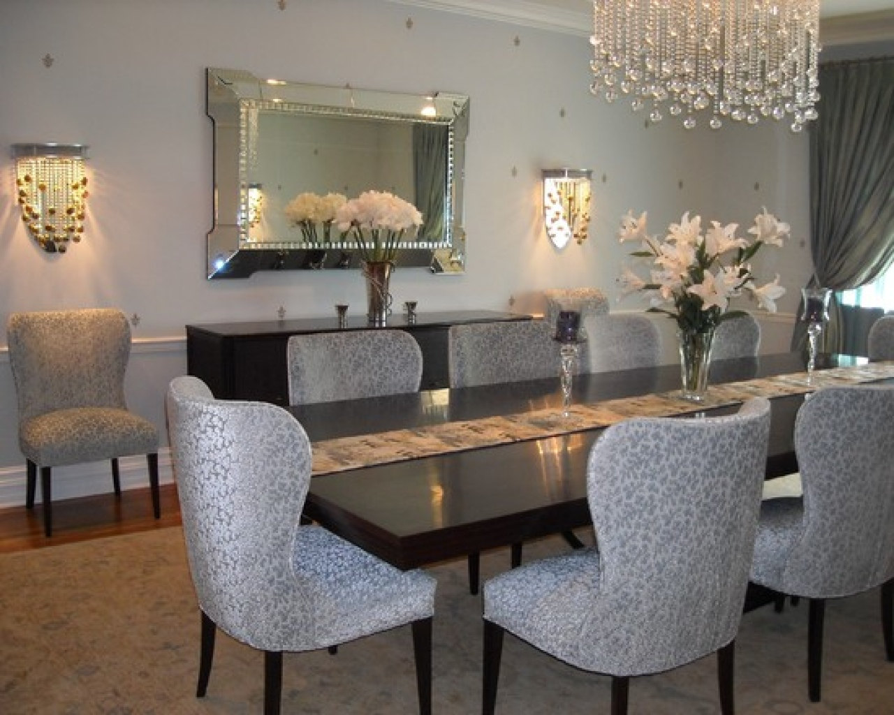 Image of: Popular Mirrored Dining Room Table