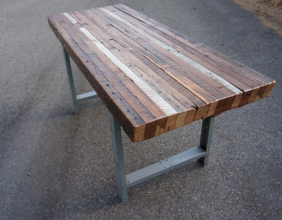 Picture of: Reclaimed Wood Dining Table And Double Metal Table Legs