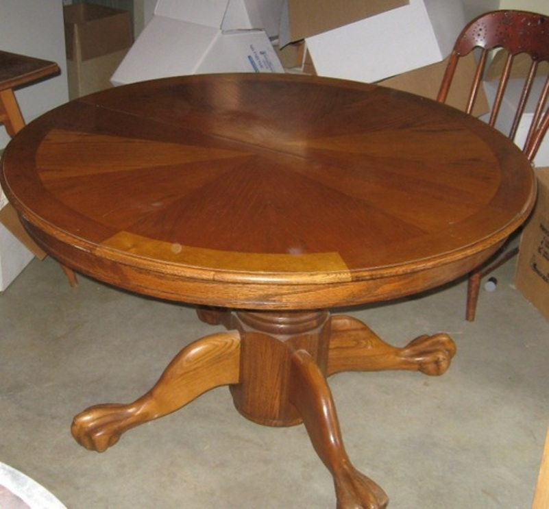 Picture of: Round pedestal table and chairs