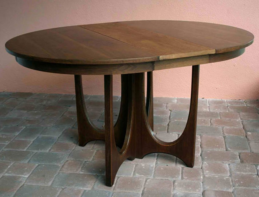 Picture of: Round pedestal table antique