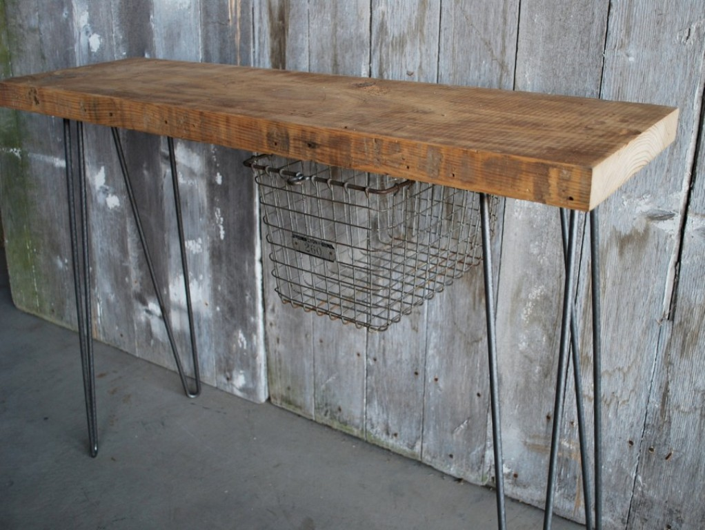 Picture of: Rustic Console Table With Baskets