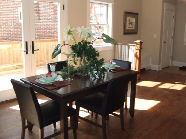 Image of: Simple Centerpiece for Dining Room Table