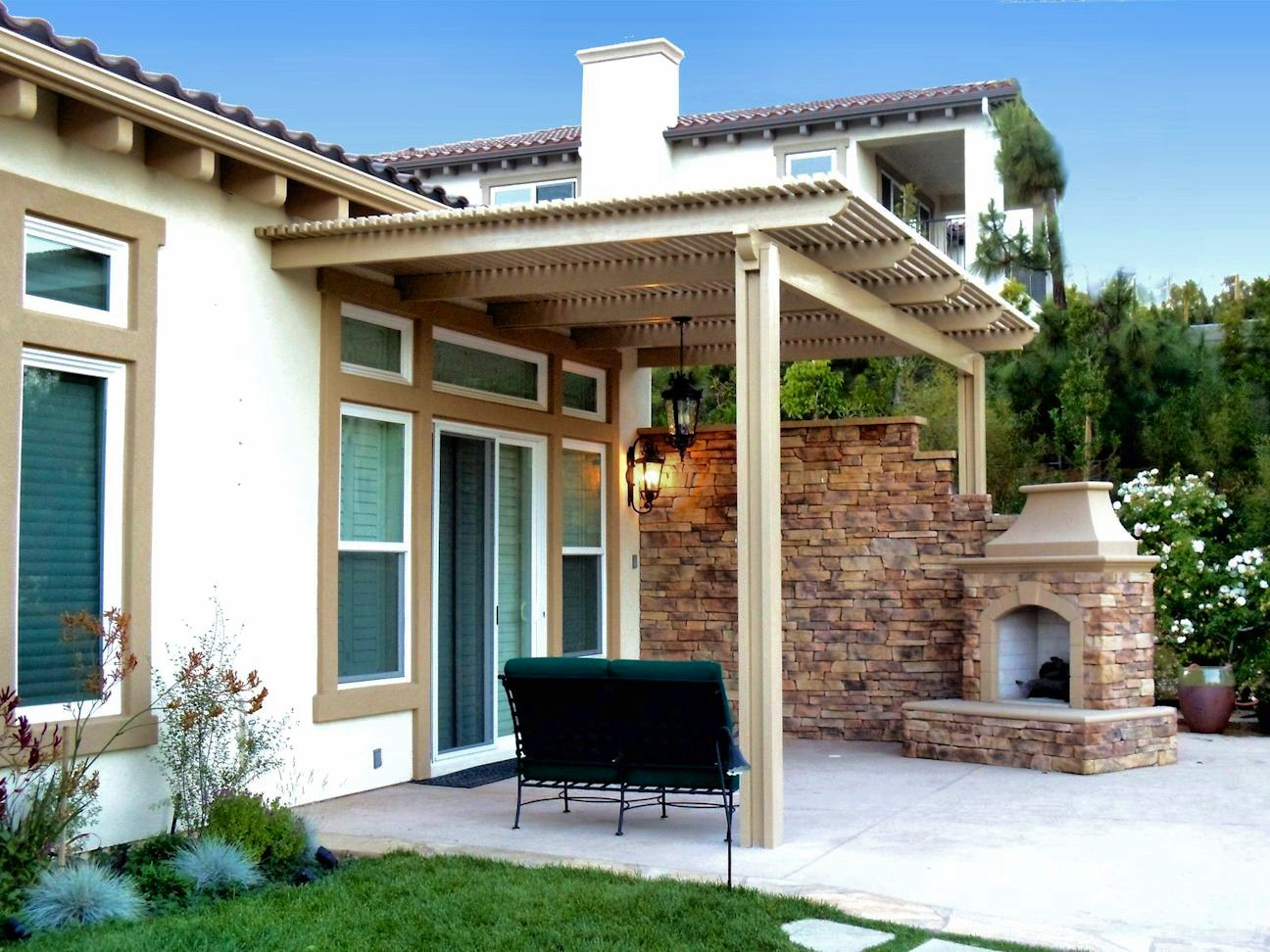 Picture of: Small retractable patio covers