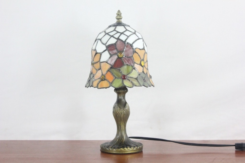 Image of: Stained Glass Table Lamp Shades