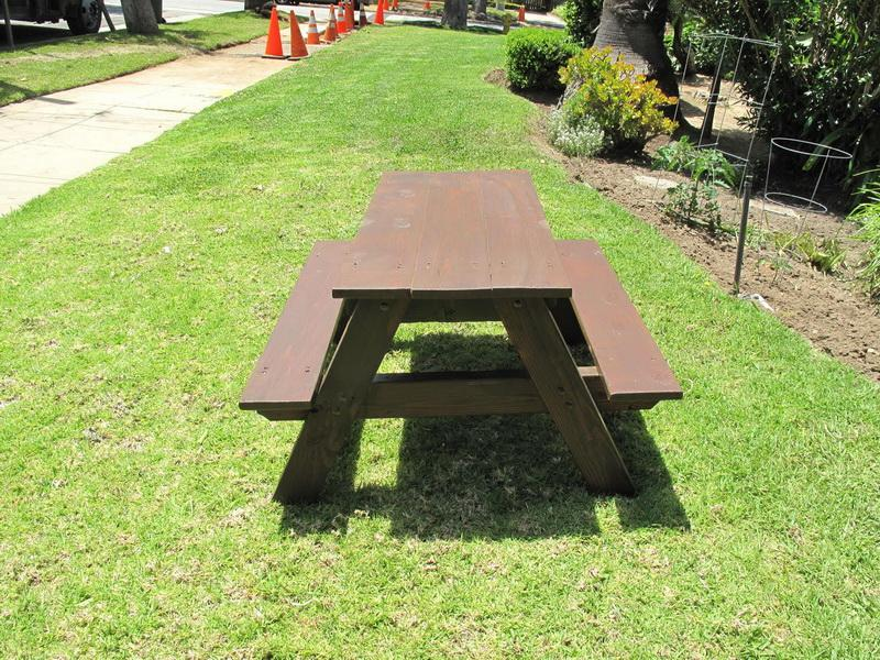 Image of: Sweet DIY Picnic Table