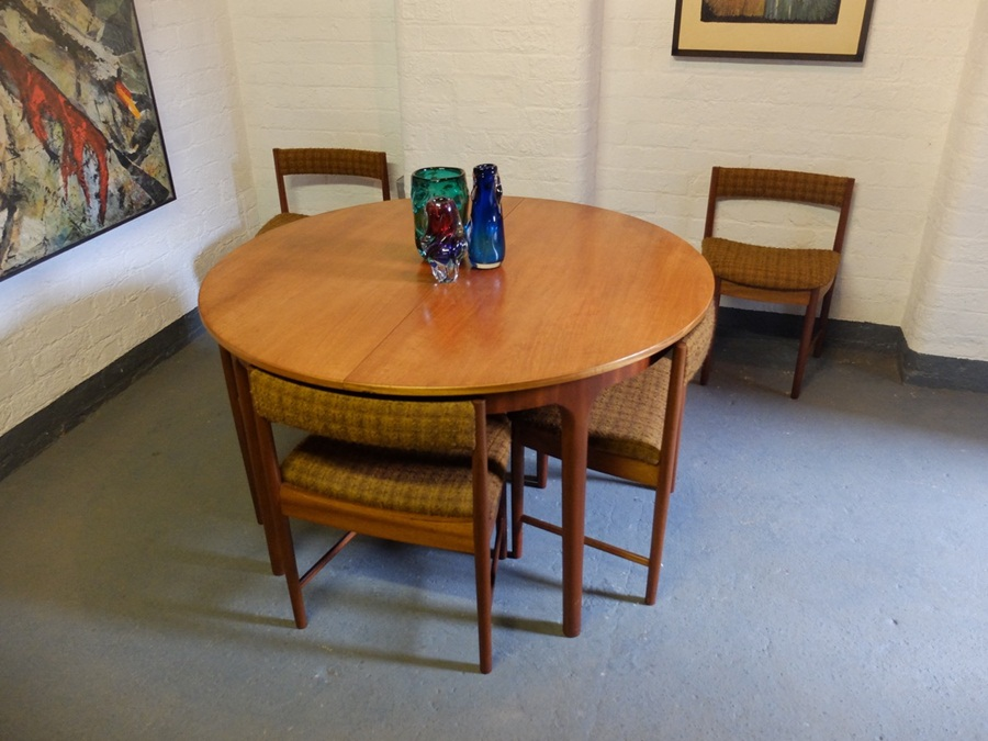 Image of: Teak Mid Century Round Dining Table